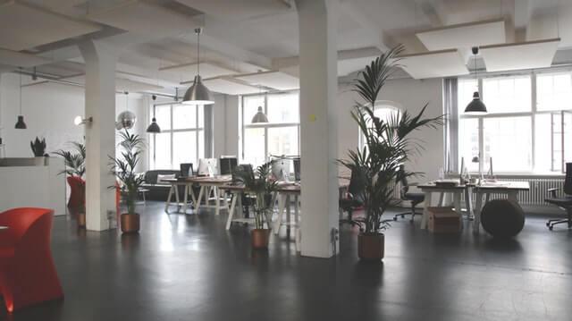 foto de pisos corporativos em um escritório
